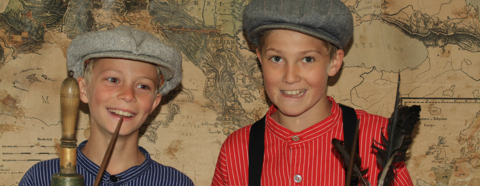 Gutter i skolestua på Maihaugen, Lillehammer.