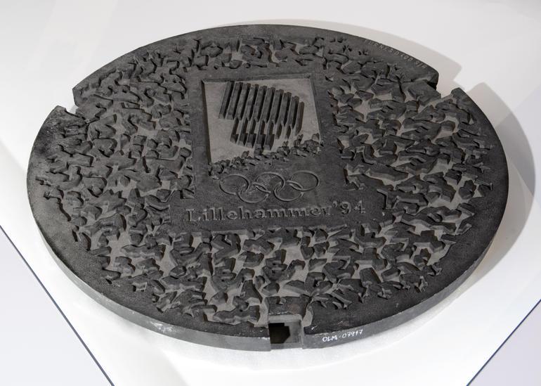 Kumlokk med designet fra OL på Lillehammer i 1994.
